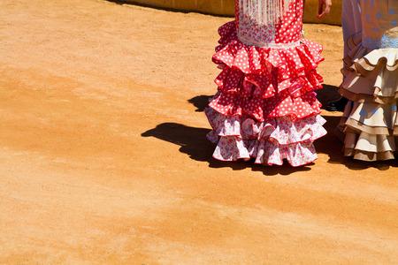 lunares rojos: primer plano de un traje de flamenca típica de España