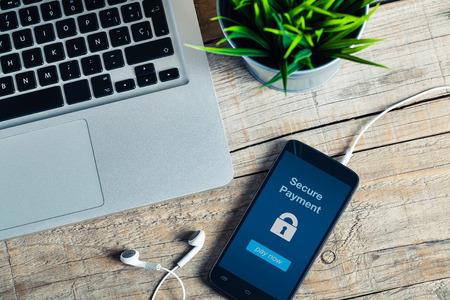 message de paiement sécurisé dans un écran de téléphone mobile.