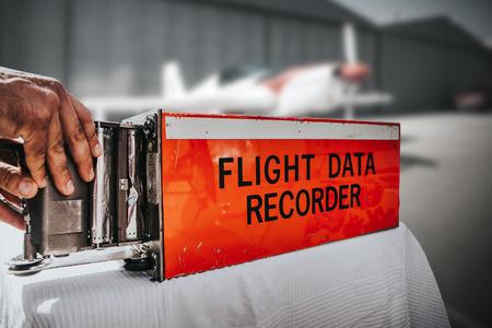 비행기에서 비행 데이터 레코더. 블랙 박스.