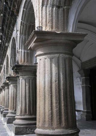 antigua: columns antigua guatermala