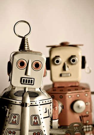 robot: dwa retro robot zabawki