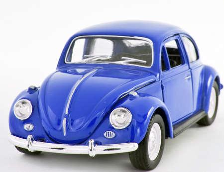 escarabajo: coche de juguete rojo