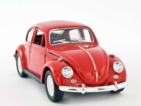 juguetes antiguos: coche de juguete rojo
