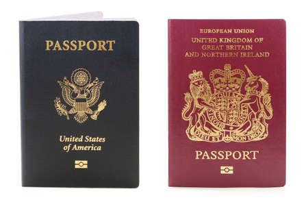 passeport: deux passeports biom�triques une aux �tats-Unis et les autres britanniques  Banque d'images
