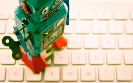 Retro robot en un teclado Foto de archivo - 44785124