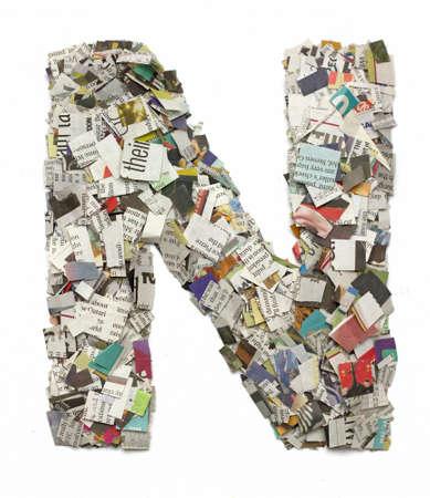 papier a lettre: La lettre N fait de confetti de journaux