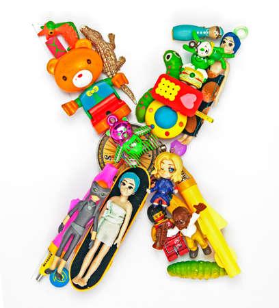 小さなおもちゃから作った X の文字