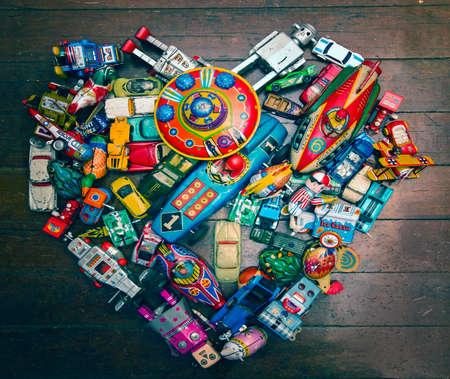 forme: Une grande collection de jouets en étain en forme de coeur