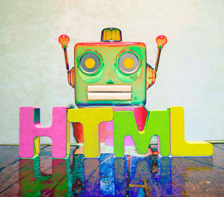 red retro robot head on the word  HTML on old wooden flor Foto de archivo - 106656425