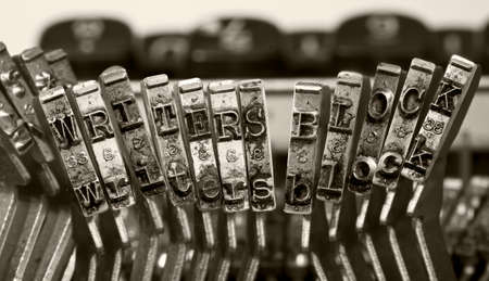 the words ERITERS BLOCK   with old typwriter keys  monochrome Stockfoto