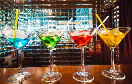 Multicolored cocktails at the bar. bartender show 免版税图像