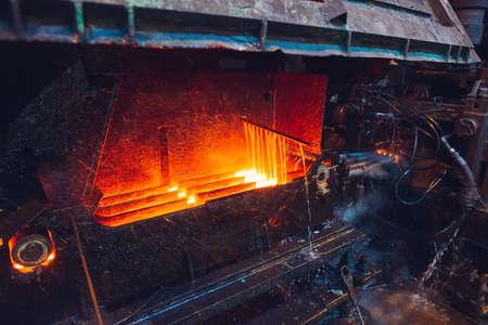 hot steel on conveyor in steel mill Banque d'images