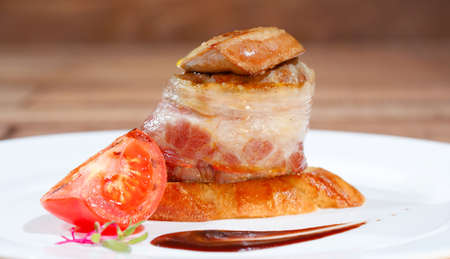 Tournedos Rossini. steak with foie gras. french steak dish with foie gras and croutons. Imagens