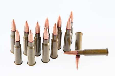 Military 7.62 mm cartridge on a white background. Imagens