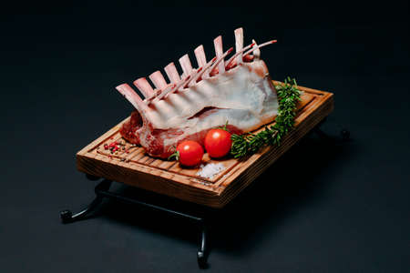 A rack of new Zealand Lamb in raw form on a black background. Banque d'images