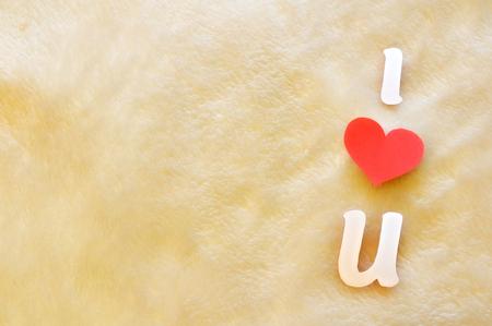 i love u: lettres d�coup�es i love u sur fond de laine Banque d'images