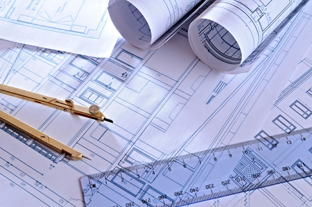compas de dibujo: planos arquitect�nicos de una vivienda con vista superior tinte azul
