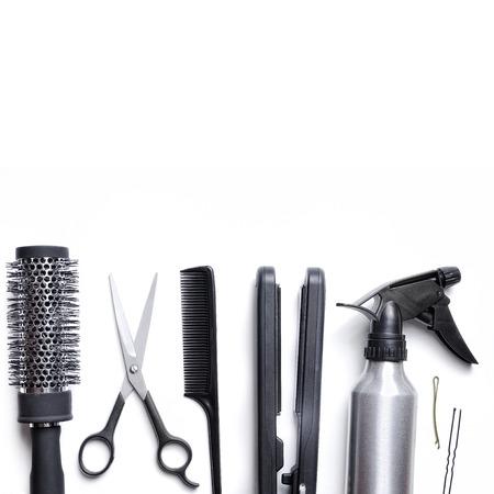 capelli biondi: parrucchiere set di accessori per il taglio e lo styling dei capelli isolato con sfondo bianco in basso