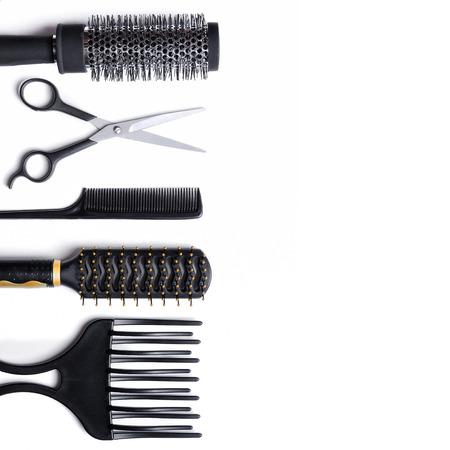 secador de pelo: Peluquería accesorios establecidos para cortar y peinar el cabello aislado fondo blanco