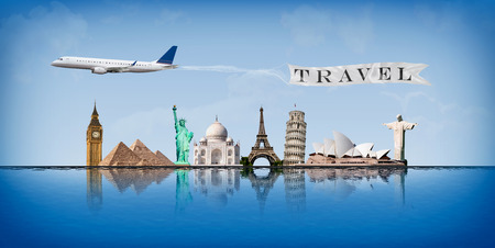 Concept van de reis rond de wereld met voorstelling van belangrijke monumenten weerspiegeld in het water Stockfoto