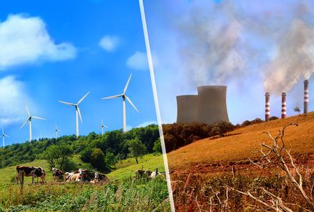Confronto di fabbriche di produzione di energia rinnovabile e di energia classico. Paesaggio montano pulito e sano vs sporca e inquinata. Archivio Fotografico