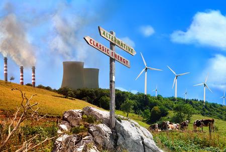 植物の再生可能エネルギーとエネルギー工場クラシックの比較。山は、清潔で健康な対汚れや汚染された風景します。木製看板とタイトル代替と古