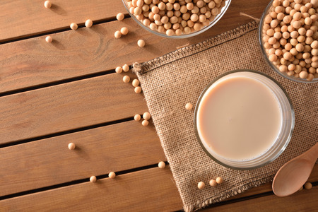 Reptientes with soy milk and grains on a wooden table. Alternative milk concept. Top view. Horizontal composition Stockfoto