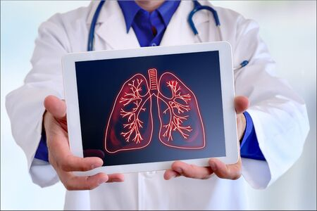 Doctor showing a picture of lungs on a tablet in a hospital Standard-Bild
