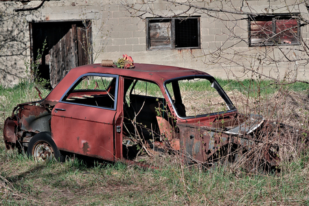 abandoned car: auto abandonado Foto de archivo