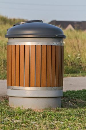garbage bin: Basura bin Foto de archivo