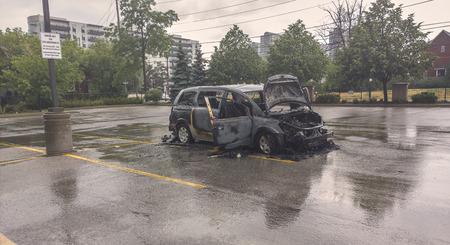 quemado: Quemado coche Foto de archivo