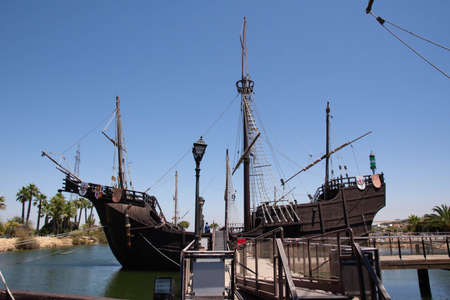 Caravels and ship with which Christopher Columbus ventured to discover the new world. At the dock of the caravels of La Rabida, in Huelva, Andalusia, Spain Foto de archivo