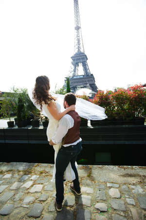wedding couple. The bride in a beautiful wedding dress, the bride in a stylish tuxedo, Paris France Banque d'images