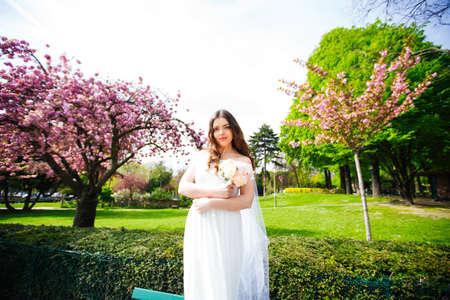 bride posing near sakura in paris. wedding Banque d'images