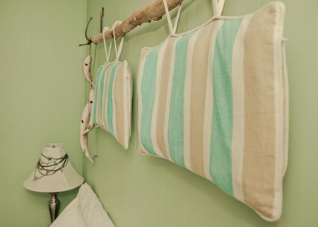 Belles oreillers dépouillés Banque d'images - 81578818