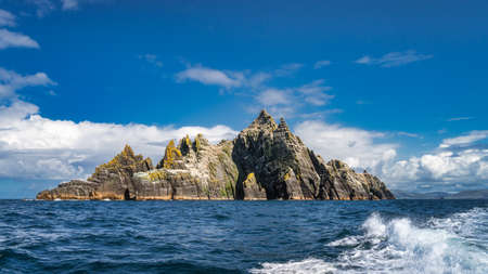 Panorama with Little Skellig island with heaped mountains surrounded by Atlantic Ocean, habitat of Gannets, Morus Bassanus, Ring of Kerry, Ireland Foto de archivo