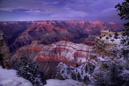 Fresh snow has fallen along the South Rim of the Grand Canyon at Grand Canyon National Park, Arizona Stok Fotoğraf
