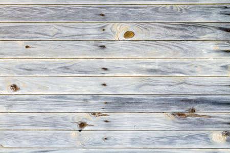 素朴な木材と釘