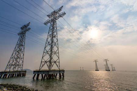 High voltage transmission line on the West Bay Park, Shenzhen Stockfoto