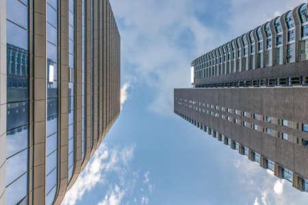 Architecture urbaine moderne Banque d'images - 97099466