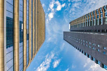 Architecture urbaine moderne Banque d'images - 97099417