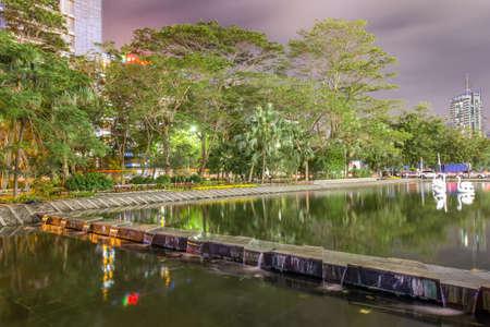 Night scene in Houhai, Shenzhen Banque d'images - 97099462