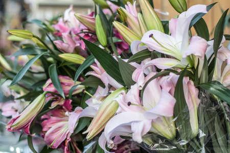 Un bouquet de lys Banque d'images - 98275405