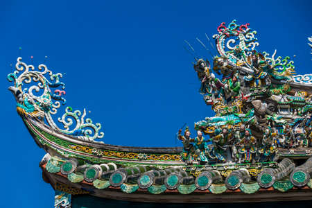 Dargon statue on Shrine roof ,dragon statue on china temple roof as asian art. Archivio Fotografico