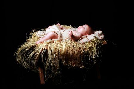 Jésus se situant dans la crèche de bébé