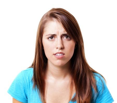 caras emociones: mujer bonita busca confundir o decepcionado