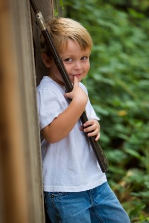 Happy child with toy rifle 版權商用圖片