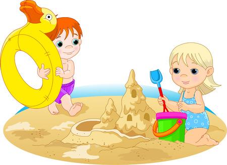 chateau de sable: Fillette � la construction d'un ch�teau de sable et le gar�on aller avec anneau en caoutchouc