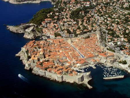 Panorama de la ville de Dubrovnik - Croatie - Europe � partir d'un avion.