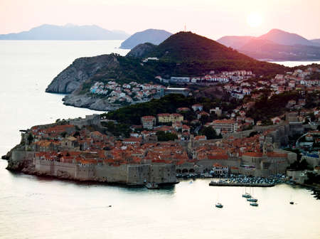 dubrovnik: Dubrovnik old town and city walls panorama at sunset